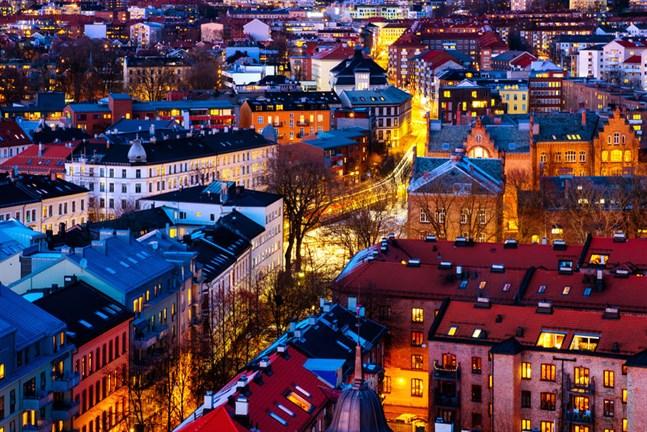 Oslo stänger restauranger och butiker.
