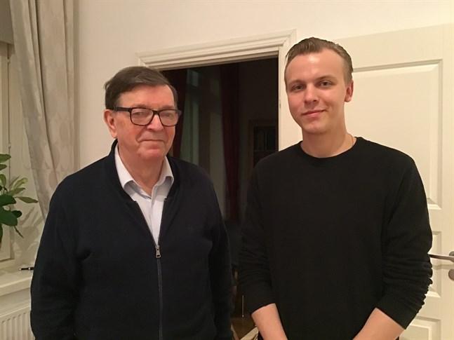 Centerns distrikts ordförande Paavo Väyrynen. tillsammans med Klaus Sallinen, ordförande för Centern i Helsingforsnejden.