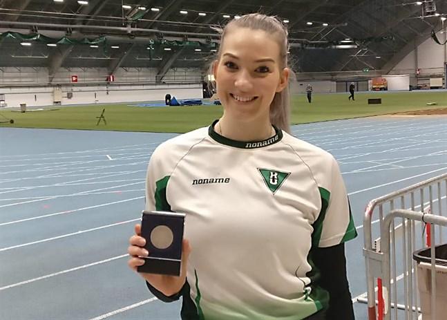 Janita Leppäranta tog FM-silver i tresteg i Tammerfors.