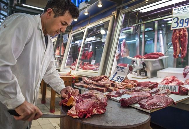 Mat blev något dyrare inom eurozonen, ändå ligger inflationen stilla.