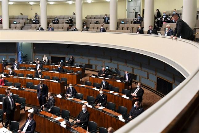 Riksdagens säkerhetsdirektör Jukka Savola ansåg att offentliggörandet av videoklippen skulle lugna ner dem som eventuellt trodde att fallet handlade om en attack mot hela demokratin eller riksdagen.