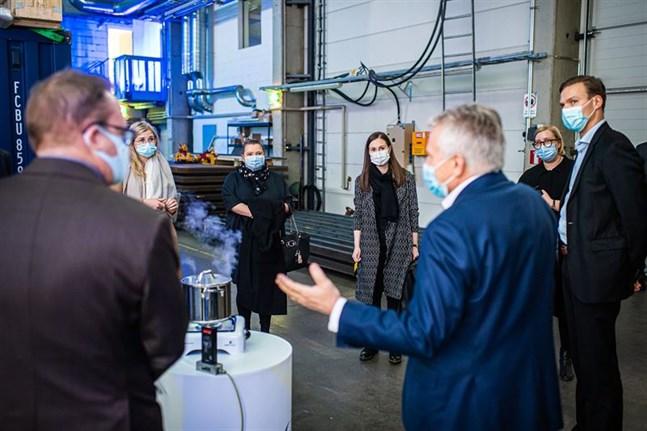 Jaakko Eskola visade anläggningen i Villmanstrand för statminister Sanna Marin i fjol.