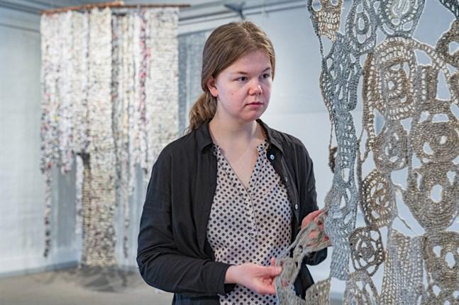 Bildkonstnären Sara Sundqvist är oroad över klimatförändringen och vill skapa konst som inte belastar miljön.