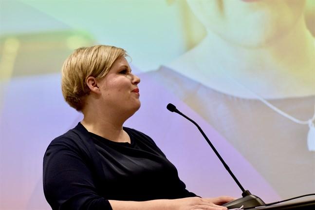 Forsknings- och kulturminister Annika Saarikko (C) anser att beslutsfattandet inom undervisningssektorn behöver ett lärarregister.