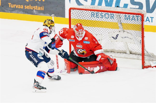 Frilägen och tursamma studsar. Niko Hovinen hade det inte särskilt roligt mot Helsingfors IFK.
