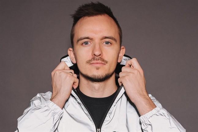 Tungevaag är en världsstjärna som har fått en stor framgång särskilt i Europa och Asien. Han har släppt låtar bland annat med Isac Elliot och Jay Hardway.