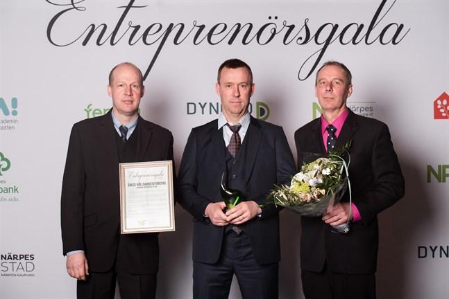Årets hållbarhetsföretag, Wikmans Autoservice, ägs av bröderna Anders Wikman, Kenneth Wikman och Kaj Wikman. De tog emot priset på årets entreprenörsgala.