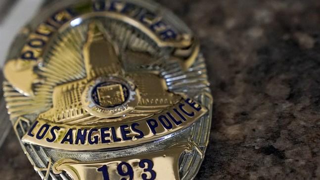 Los Angeles första svarta polis får postumt tillbaka sin polisbricka. Arkivbild på en annan polismans bricka.