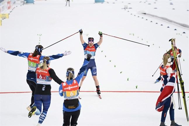 Krista Pärmäkoski skär mållinjen 0,8 sekunder före Jessie Diggins. VM-brons till Finland!