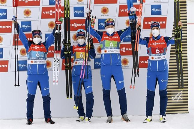 VM-bronsmedaljörerna från vänster: Krista Pärmäkoski, Riitta-Liisa Roponen, Johanna Matintalo och Jasmi Joensuu.