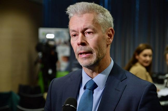 Överläkare Taneli Puumalainen säger att coronaviruset inte kommer att försvinna, men att dess samhälleliga betydelse kommer att minska i takt med att vaccineringen fortskrider. Arkivbild.