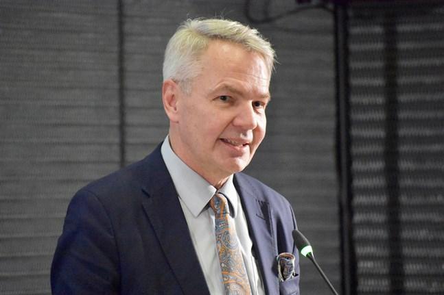 Utrikesminister Pekka Haavisto (Gröna) leder de nordiska utrikesministrarnas möte på fredag.