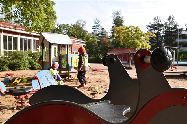Många ungdomar vill sommarjobba på daghem, uppger arbetsförmedlingstjänsten Duunitori.
