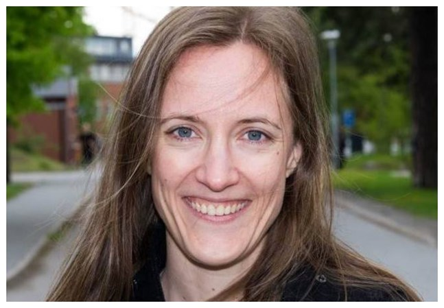 Finlandssvenska Lotta Nybergh, forskare på Karolinska Institutet i Stockholm, skulle inte bli överraskad om vi får se en stor våg av sjukskrivningar efter pandemin.