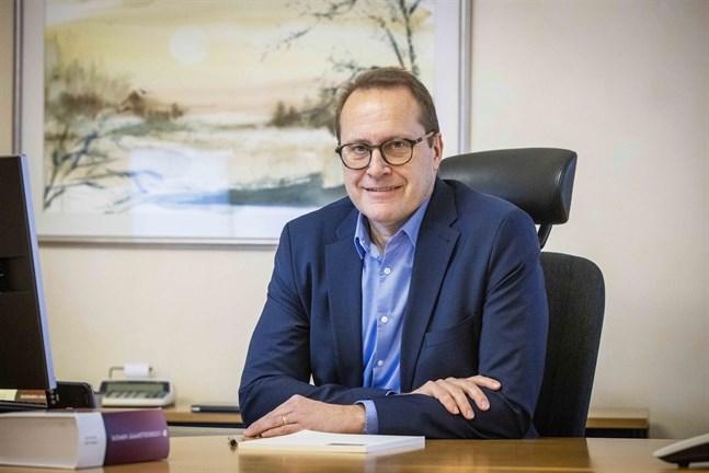 Christian Näsman besvarar juridiska frågor från läsarna i en ny spalt i tidningen. En del av frågorna bollar han med kollegerna på advokatbyrån i Vasa.