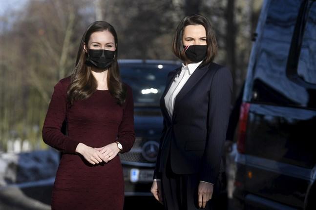 Belarus oppositionsledare Svetlana Tichanovskaja, till höger, tillsammans med Finlands premiärminister Sanna Marin i Helsingfors i onsdags. Tichanovskaja har varit på ett fyra dagar långt besök i Finland.