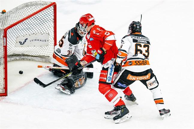 Olavi Vauhkonen satte 1–0 och skapade trafik framför målet när Niclas Lucenius ordnade 2–0 i powerplay.