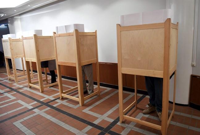 På lördagen väntas besked om att flytta kommunalvalet från april till juni.