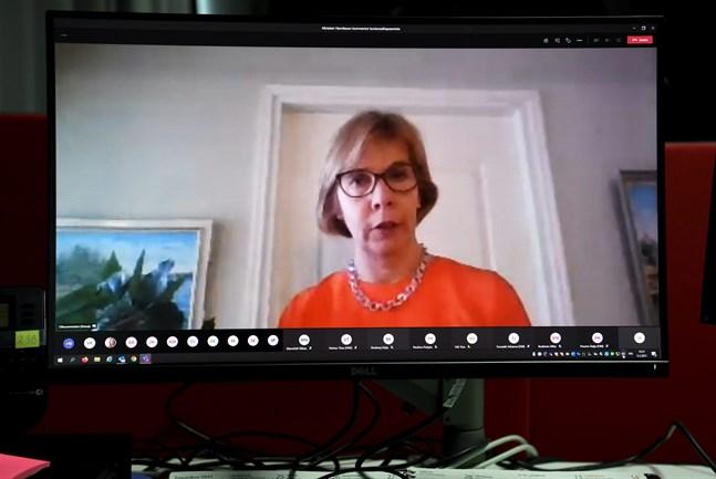 Justitieminister Anna-Maja Henriksson (SFP) berättade på lördagen om beslutet att skjuta upp kommunalvalet till den 13 juni på grund av smittläget i coronaepidemin.