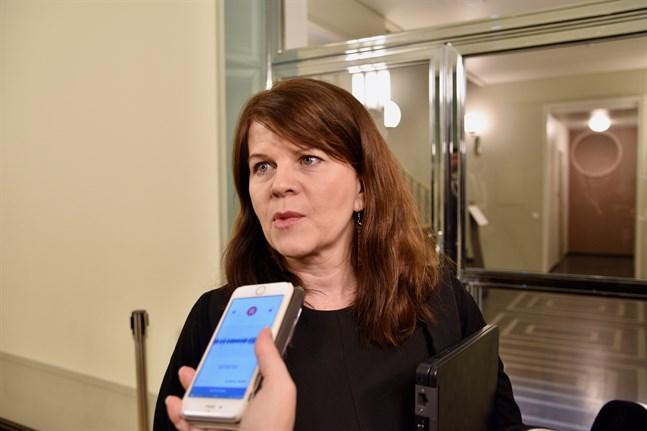 Riksdagsledamot Outi Alanko-Kahiluoto (Gröna) föreslår att kommunerna donerar alla besparade kulturstöd till kulturbranschens aktörer.
