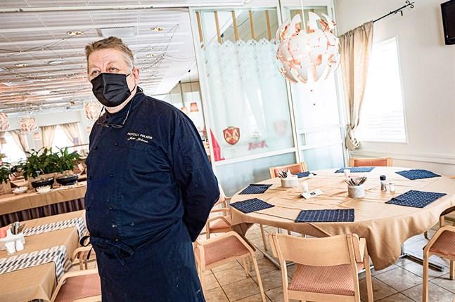 Juho Jokinen, vd för Hotelli Polaris, anser att regeringens handlande gentemot restaurangbranschen är ett bra exempel på dåligt ledarskap.