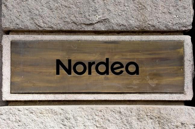 Bland annat kan kunderna inte ta ut kontanter eller använda Nordeas bankkoder för elektronisk identifiering under avbrottet.