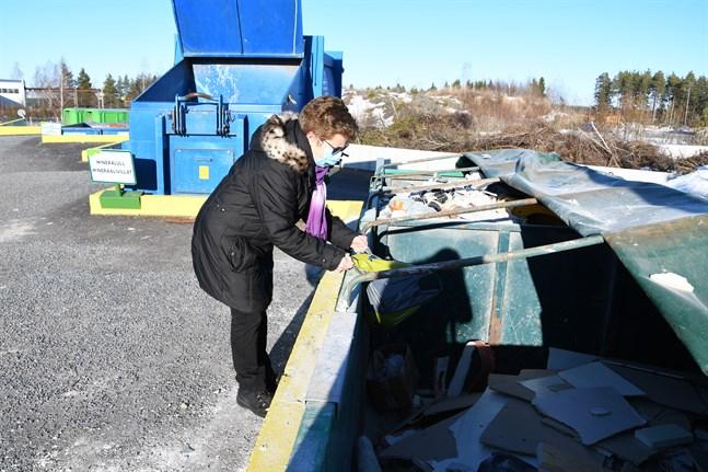 Majvor Eklund besöker återvinningsstationen flera gånger om året. På sistone har det blivit lite oftare eftersom hon flyttat.