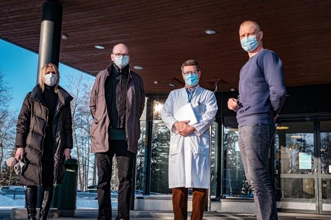 I Österbottens coronasamordningsgrupp sitter bland annat Marina Kinnunen, Heikki Kaukoranta,  Juha Salonen och Peter Nieminen. Fallen från utlandet oroar nu gruppen.