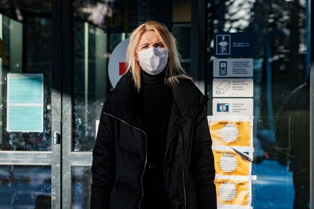 Marina Kinnunen bekräftar att restriktionerna förlängs till sista april.