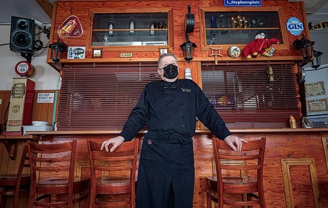 Juho Jokinen på Hotell Polaris ser flera saker som gått fel vid restaurangstängningen. Som att den gäller också i kommuner utan smitta.