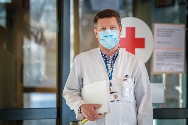 Infektionsöverläkare Juha Salonen på Vasa centralsjukhus äsger att coronaläget utvecklas åt rätt håll i Vasa sjukvårdsdistrikt just nu.