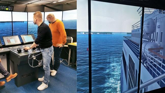 """Jarkko Rinne och Johannes Sjöholm vid simulatorn, på andra bilden syns """"utsikten"""" bakåt från bryggan."""