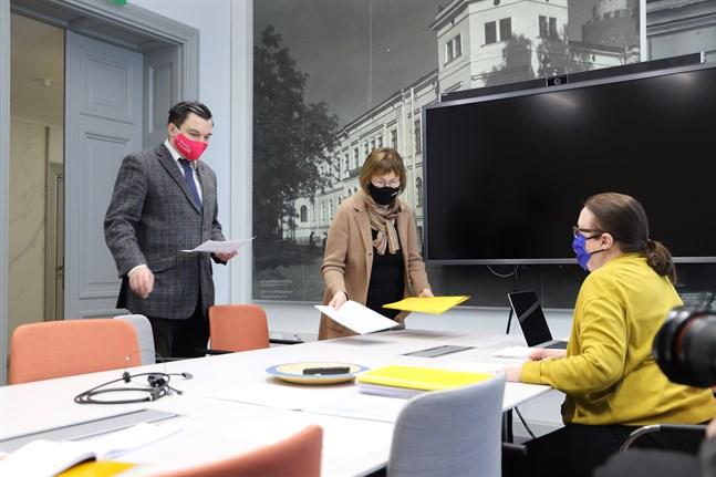 I mars lämnade Joakim Strand och Ulla Granfors in SFP:s första kandidatlista till centralvalnämndens Anna Liisa Suoranta. Nu är alla partiers listor godkända. Resultatet blev 382 kandidater. Kandidatuppställningen är äldre och mer mansdominerad än Vasas invånare.