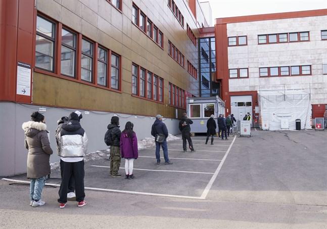 Kö för att covid-testa sig i Stovner i Oslo.