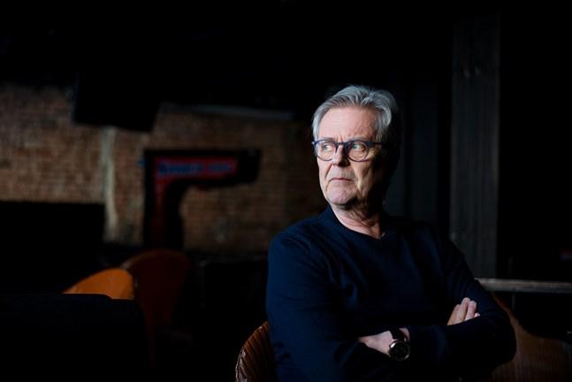 """Nils-Erik Ehrström äger Brödfabriken och DOM i Vasa. Det är tufft att vara i den branschen just nu. """"I normala fall stänger vi 04. Men det är svunna tider"""", säger han."""