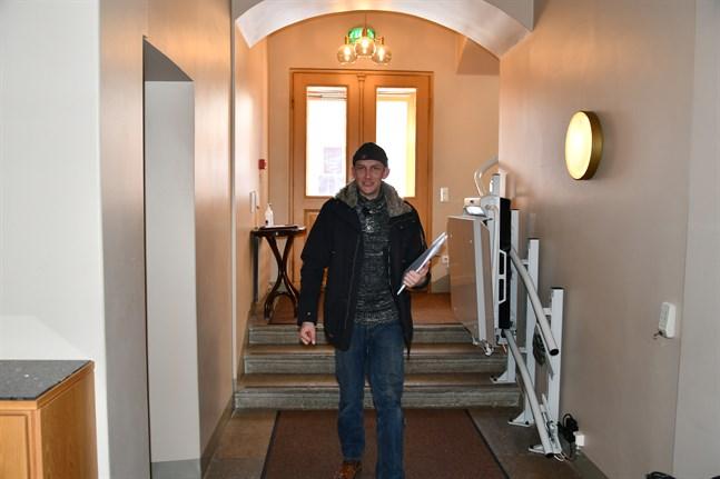 Henrik Antfolk hade gärna sett fler kvinnor på SFP:s kandidatlista i Kristinestad men säger att det var svårt att få både unga och kvinnor att ställa upp i år.