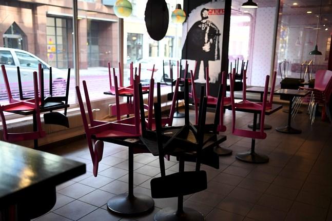 Om en fortsatt stängning inte bedöms vara nödvändig får restaurangerna öppna sina lokaler den 9 april.