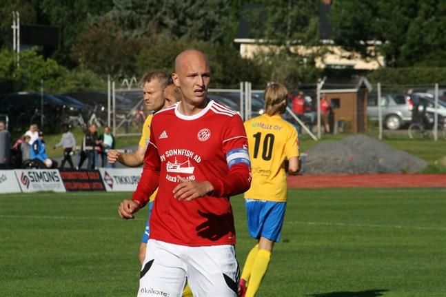 Jonas Granfors byter Kaskö IK mot Kraft i sommar. Men han är ur spel en stor del av säsongen då han drabbats av ryggproblem.