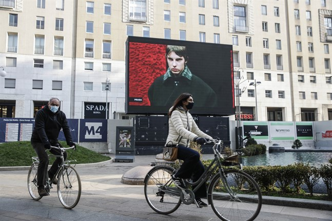 Modehuset Pradas vårshow blev till följd av pandemin på skärm i Milano i år. Arkivbild
