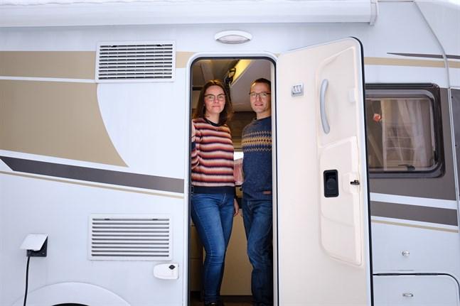 Anette Möuts och Andreas Norrgård  packar in sin familj i husbilen och åker iväg så ofta de bara kan.