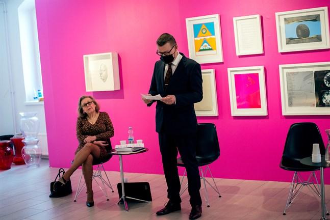 Anne-Maj Salin har ställt samman den utställning i Kuntsis museum som presenterar 140 verk ur Kuntsis stiftelses samlingar. Markku Lumio är stftelsens ordförande