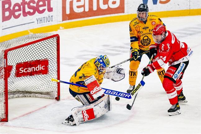Trotjänaren Filip Riska fortsätter i Sport.