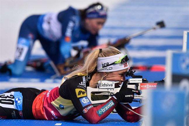 Norskan Tiril Eckhoff siktade bra och skidade fort i lördagens tävling i Nove Mesto. Hon är också världens bästa skidskytt säsongen 2020–21.