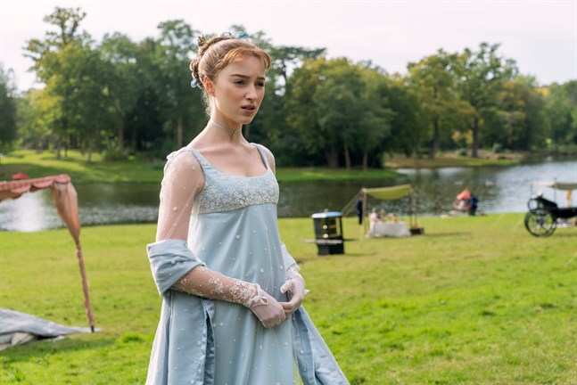 Vackra mönster och lyxiga tyger i Netflix-serien Bridgerton inspirerar till vardagsfest.