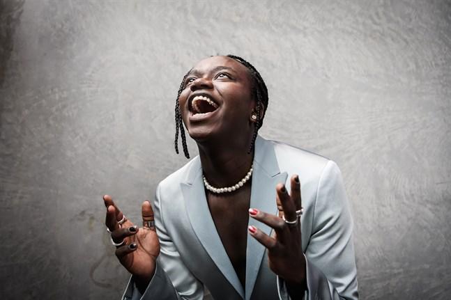 "Tusse Chiza vann Melodifestivalen överlägset med biraget ""Voices""."
