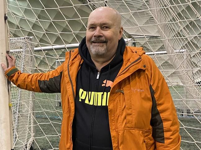 Det finns att göra, och seriepremiären kommer emot, konstaterar Krafttränaren Jorma Huusko.
