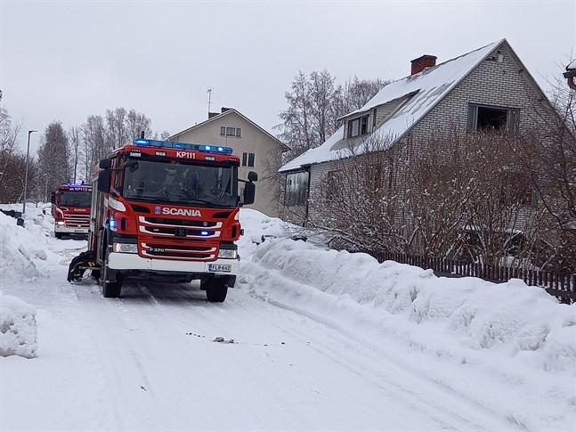 Räddningsverket ryckte ut till Fredsgatan i Karleby där det brann i en källare på tisdagen.