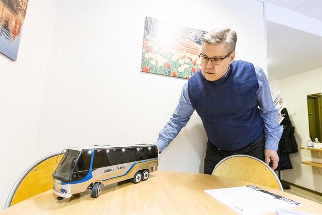 Greger Lindell i Smedsby har haft sitt reseföretag Lindell Travel sedan 2012. Pandemitiden var tuff och det finns fortfarande utmaningar, men han börjar se ljuset i tunneln.