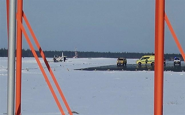 Planet gled av landningsbanan och hamnade ute i snön.