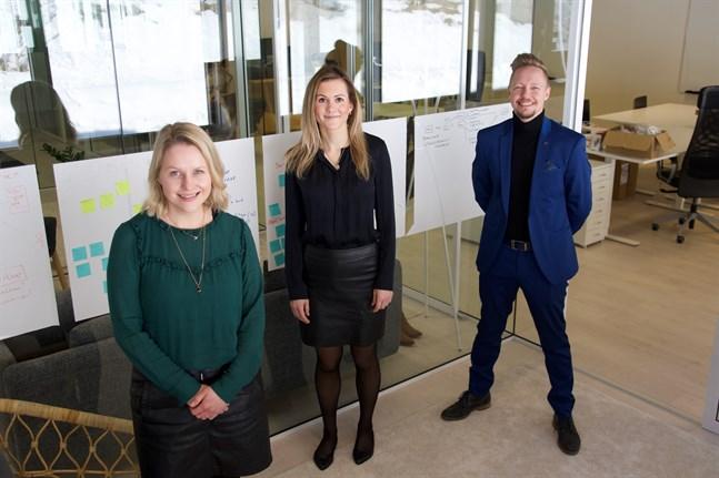 Hanna Wallin, Hanna Salo och Tim Wallin på Gambits huvudkontor i Runsor, Vasa.